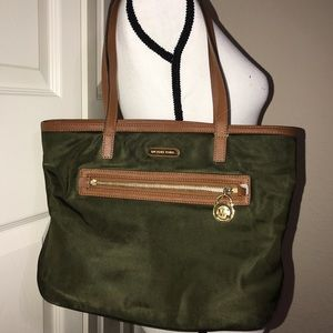 Michael Kors Medium size kempton tote